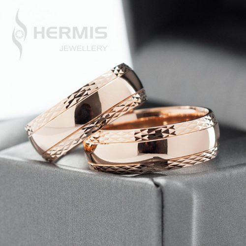 [:lt]Platūs vestuviniai žiedai su moderniai graviruotais krašteliais[:en]Wide wedding rings with modern edge engravings[:]