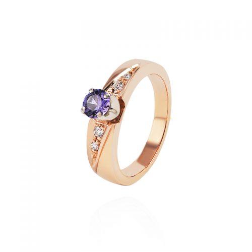 Auksinis žiedas su ametistu ir deimantais